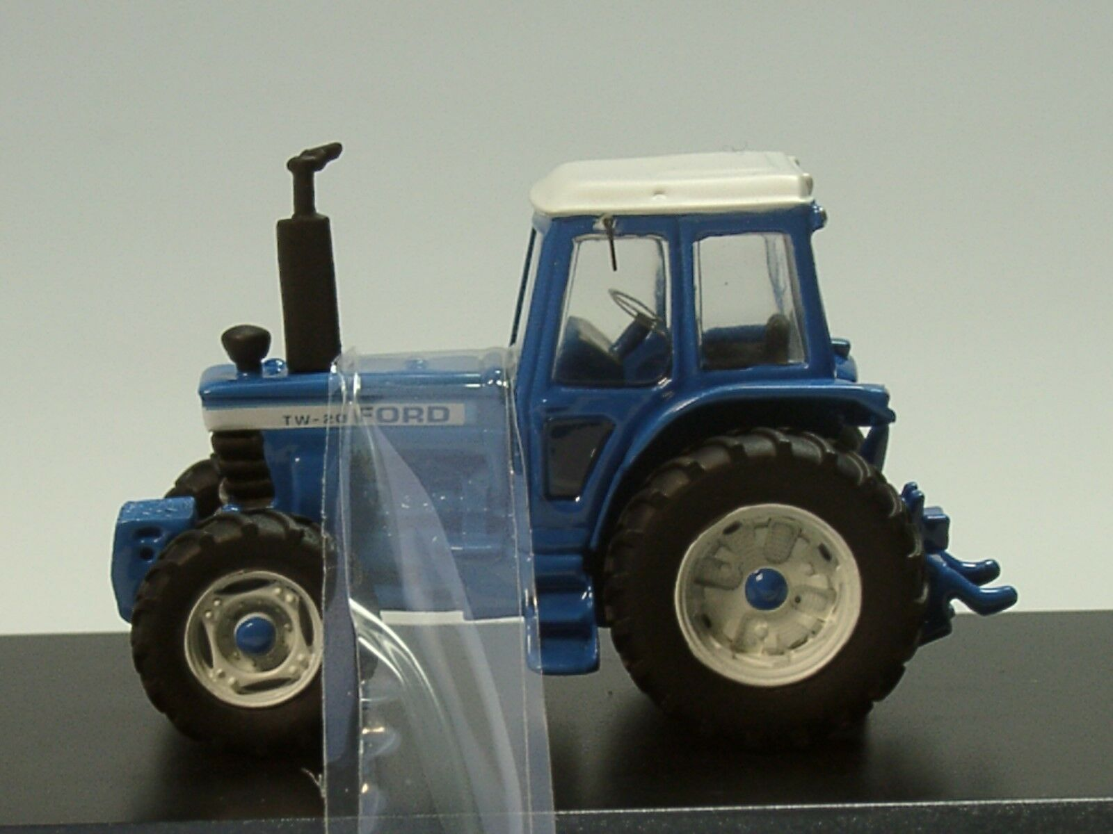 BOS Ford TW-20 Traktor, 1979, hellblue hellblue hellblue - 87445 - 1 87 d8044c