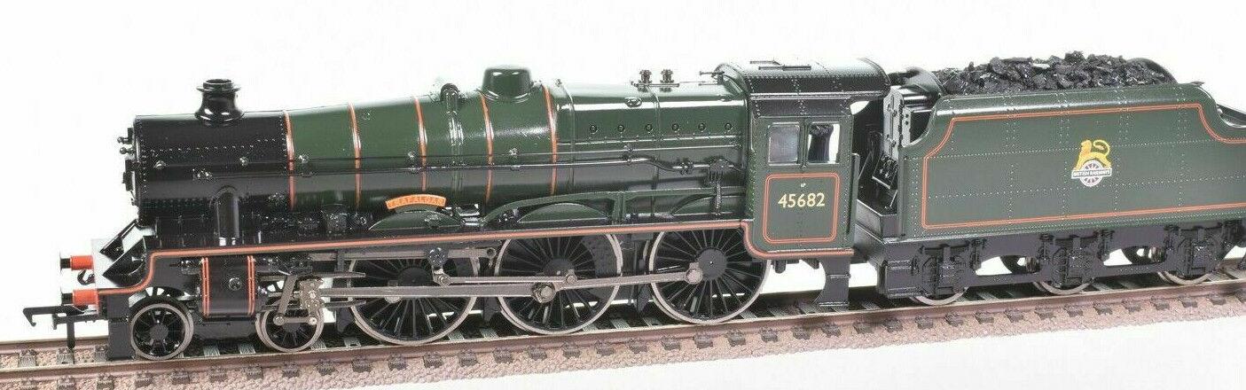 Bachmann Jubilee Class  Trafalgar  No 45682 in Presentation Case for OO gauge