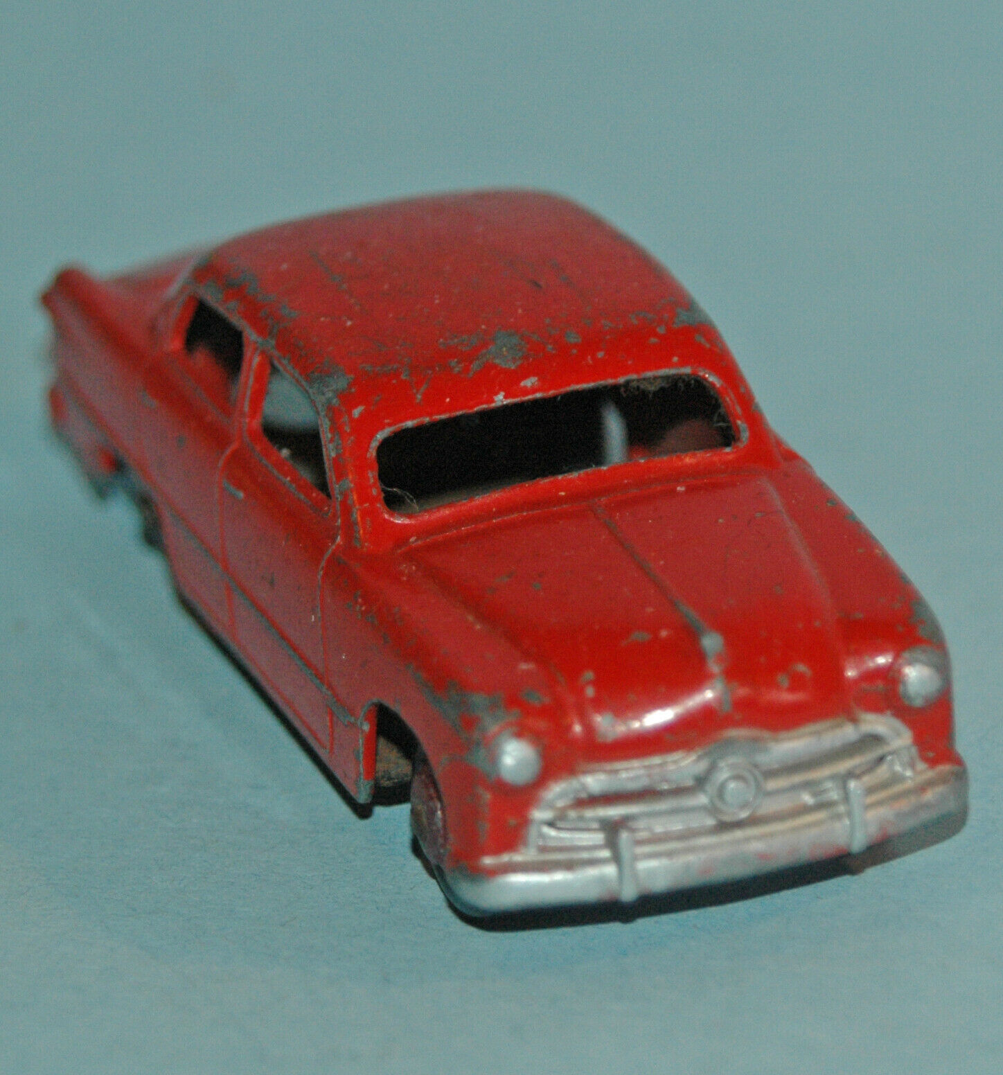 DINKY TOYS Meccano England original 1949 FORD FORDOR SEDAN  139A rot, rot hubs
