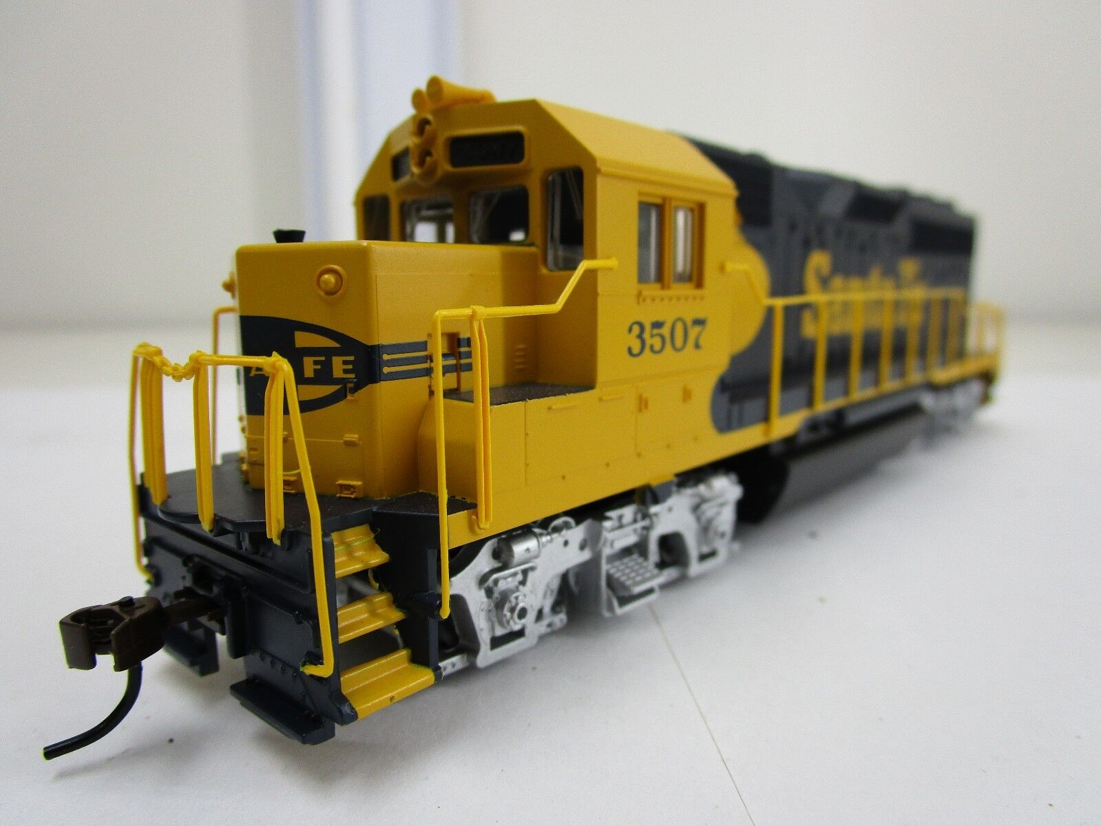 Vintage Bachmann Ho Scale Santa Fe Emd Ft Diesel Train Engine Locomotive 0680 For Sale Online Ebay