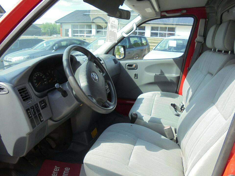Toyota HiAce 2,5 D-4D 95 lang Komf. Diesel modelår 2008 Rød