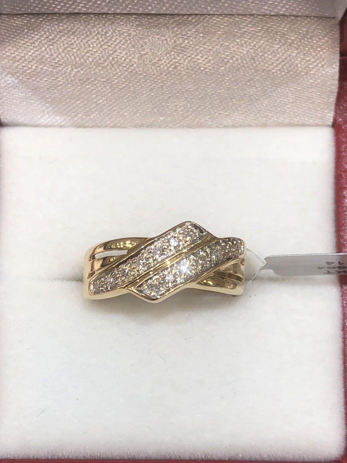 18k gold diamond ring. tdwt 0.14ct