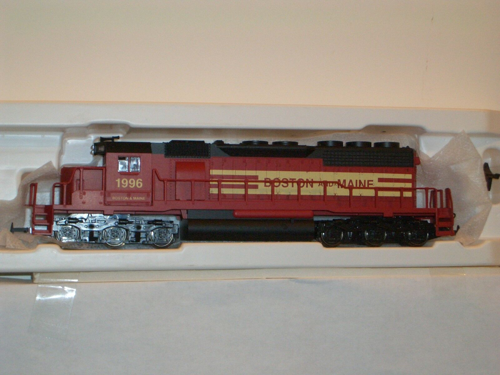 HO IHC TRAIN  EMD SD-40 BOSTON AND MAINE LOCO  IHC   MEHANO BOSTON & MAINE
