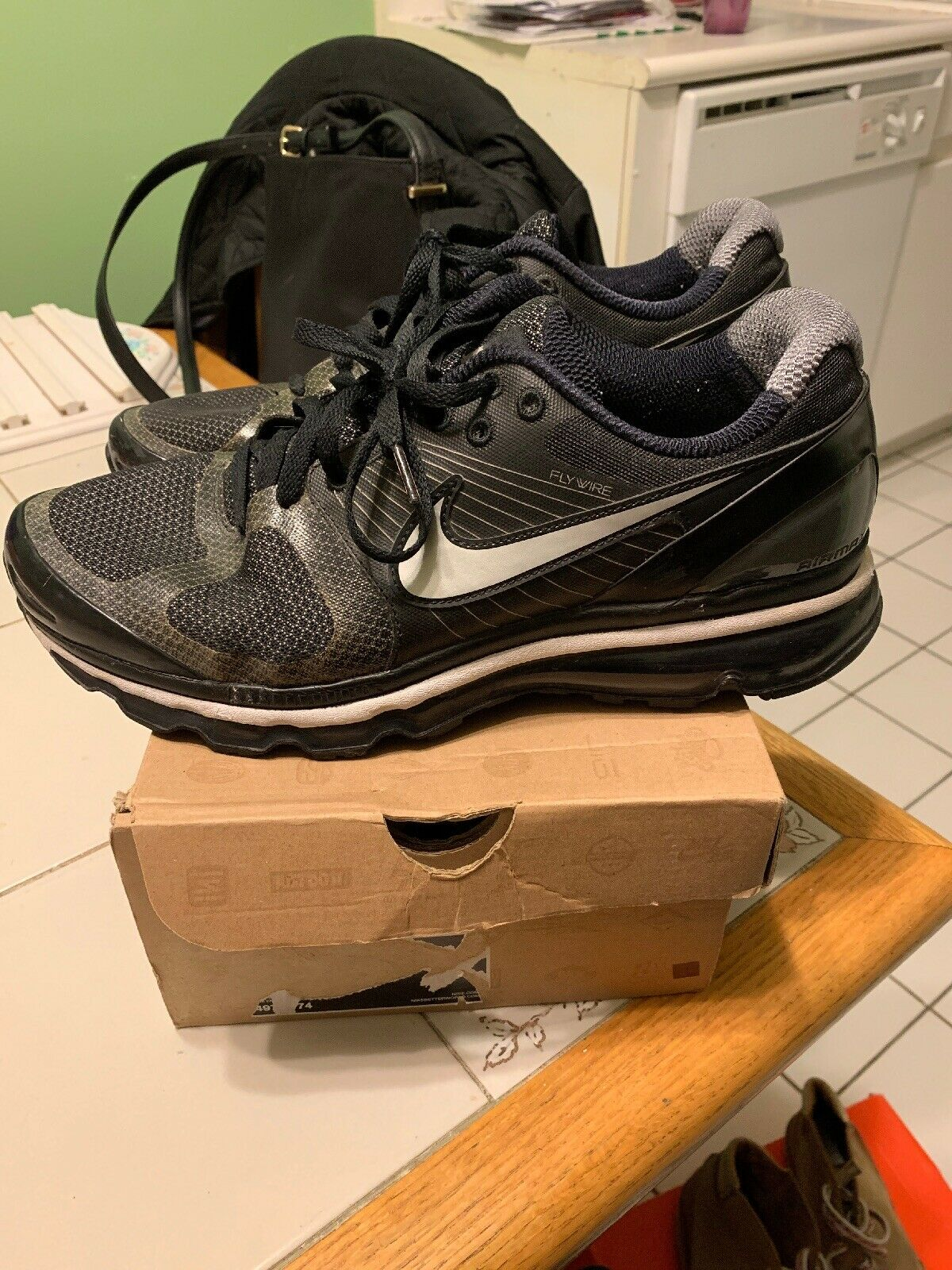 size 40 039ad d1e3a Men s Nike Air Max 2010 2010 2010 Size 11.5 Pre Owned Authentic Black  Silver 4326cd