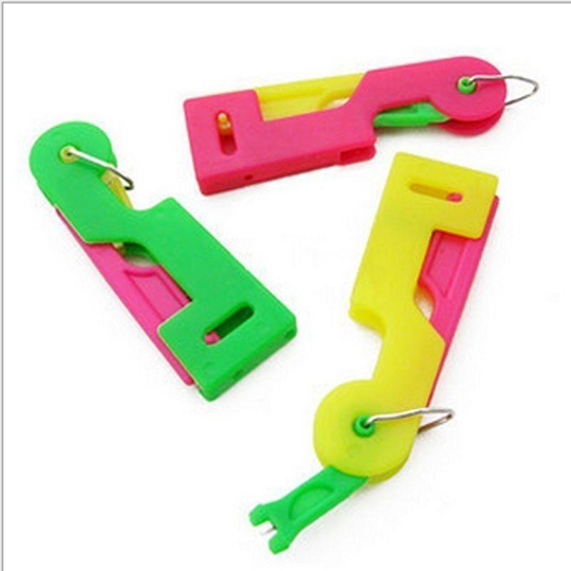 6.6cm Tri-color Plástico Automático Aguja Guía Enhebrador 2 Piezas