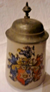 BIERKRUG-MIT-FAMILIENWAPPEN-1-2-L-STEINZEUG-mit-ZINNDECKEL-vor-1910