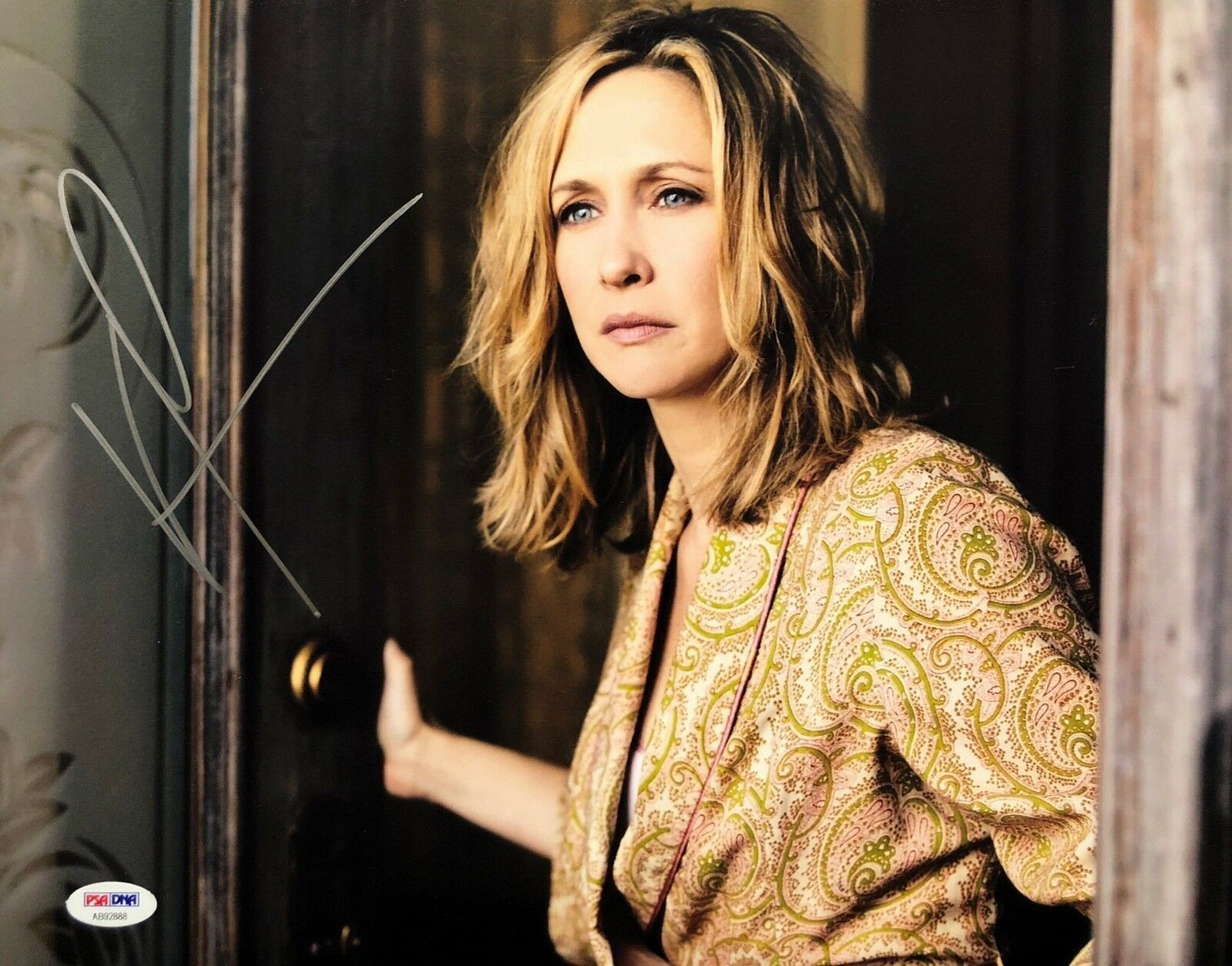 Vera Farmiga Signed 11x14 Photo *The Commuter PSA AB92888