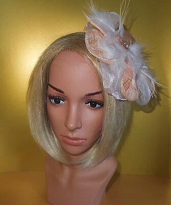 Fascinator Haarschmuck Haarreif Headpiece Weiß Lachs Rosa Puder Feder Blume Tüll