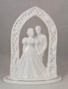 Lenox-WEDDING-PROMISES-Bride-amp-Groom-cake-topper