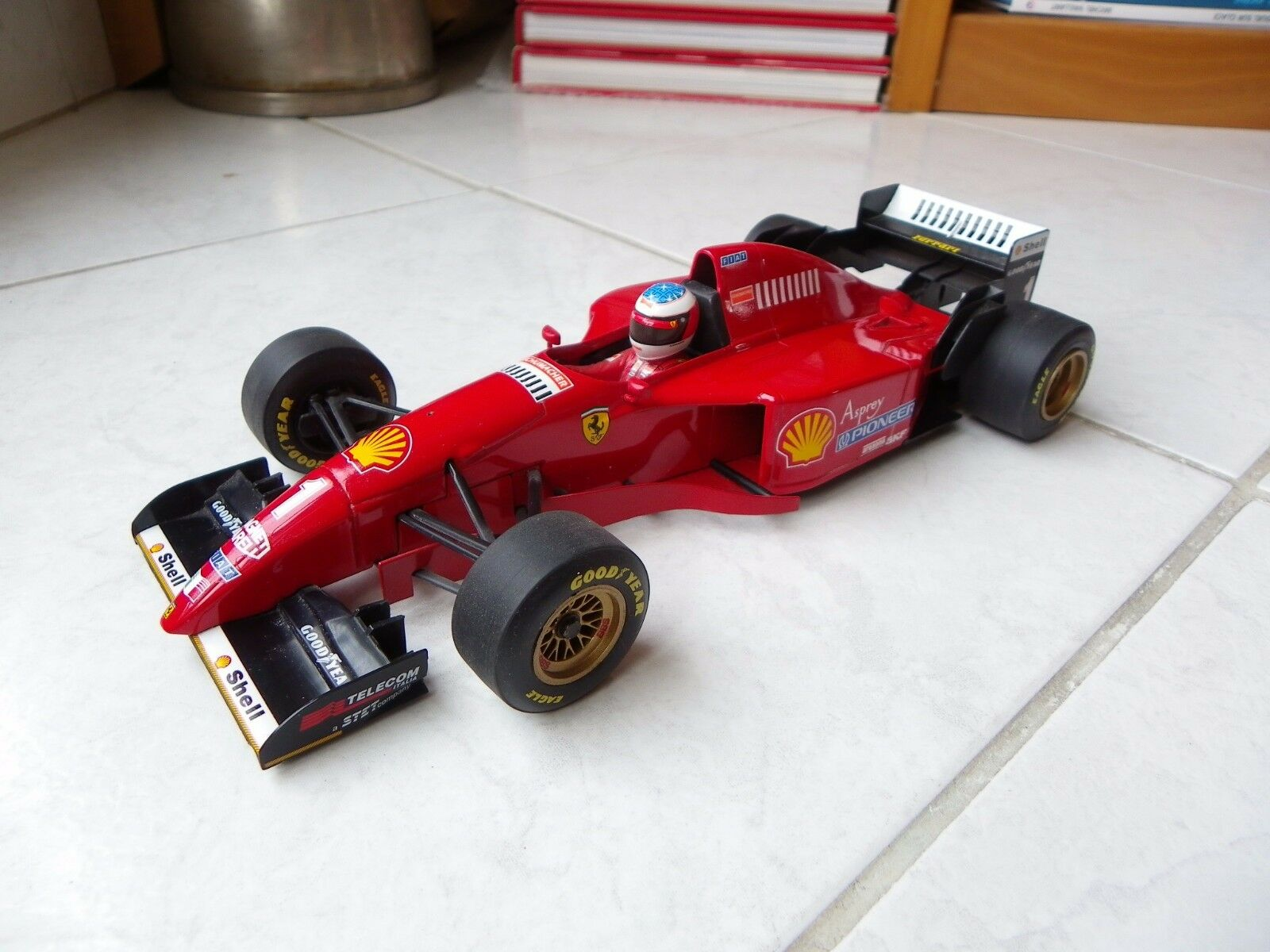 Ferrari 412 T2 Michael Schumacher  1 1996 1 18 Minichamps Racing F1 avec moteur