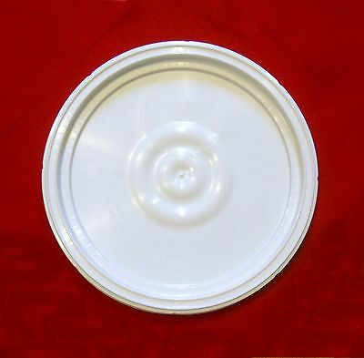 BUCKET LID WHITE FOR MOST PLASTIC 3-5-6 GALLON PLASTIC BUCKETS HAS AIRTIGHT SEAL