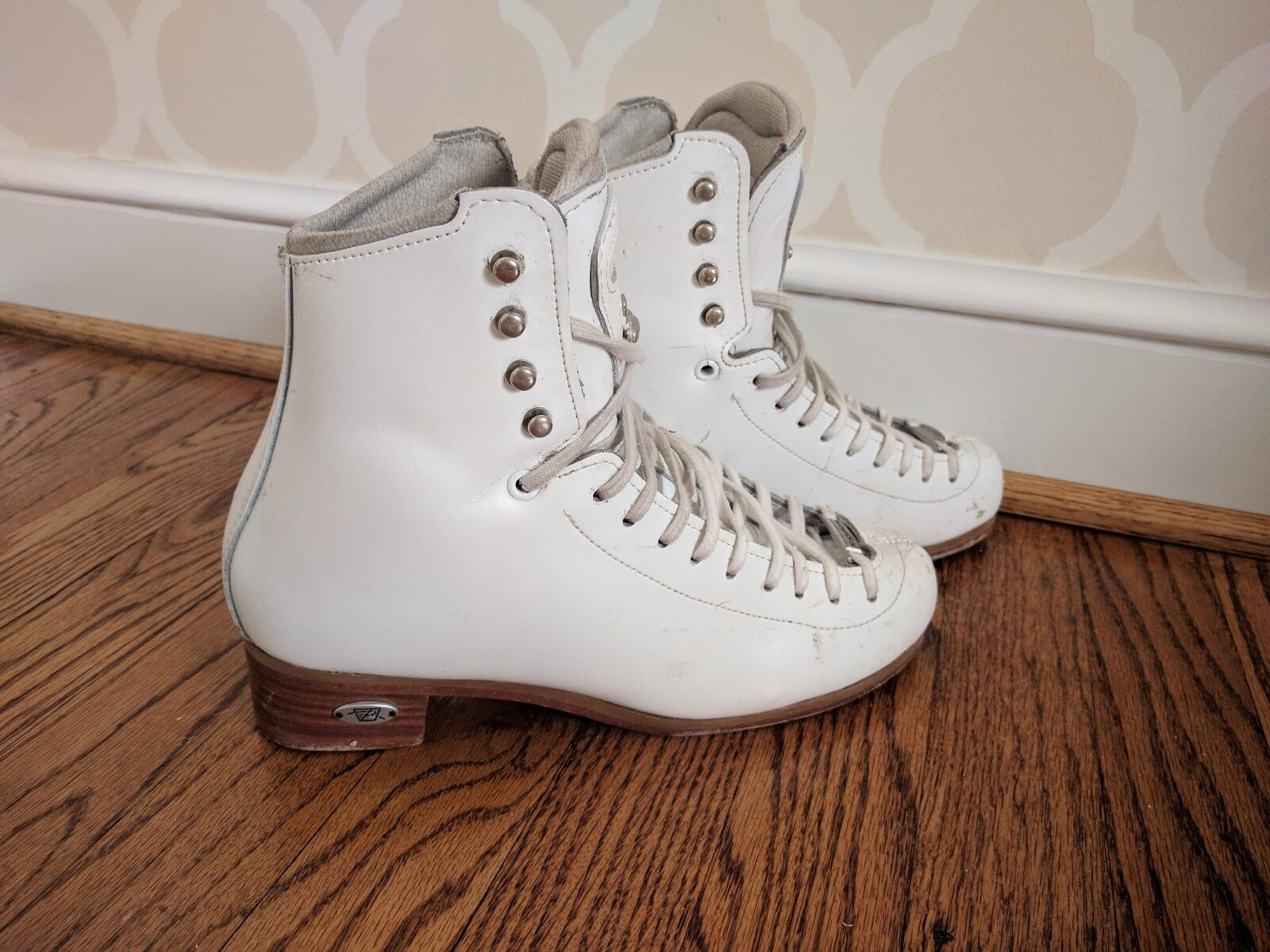 Reidell 255 Motion Ice Skating Boots Ladies Size 5.5 Narrow