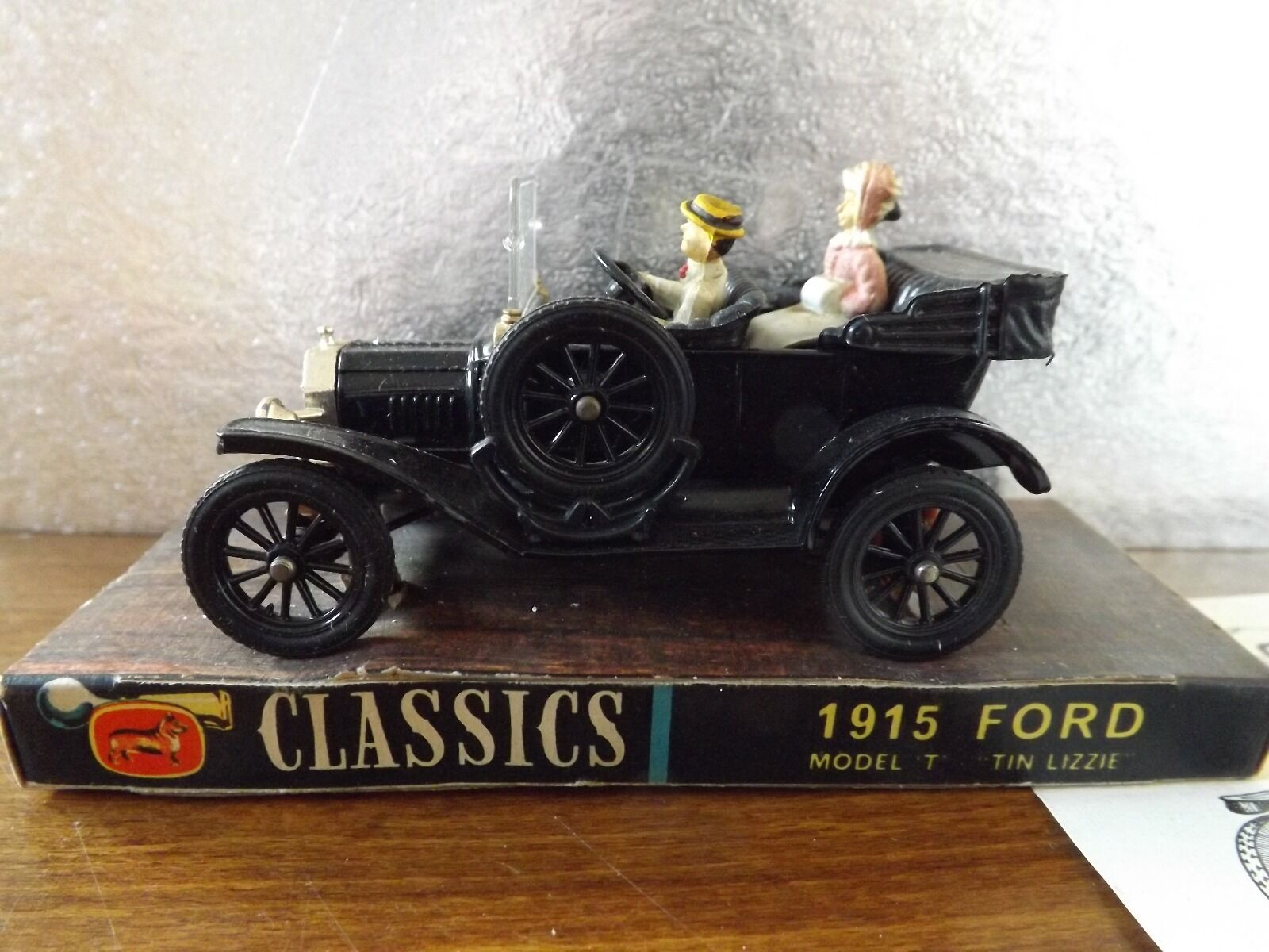 CORGI CLASSICS 1915 FORD MODEL T ( TIN LIZZIE) IN ORIGINAL BOX.