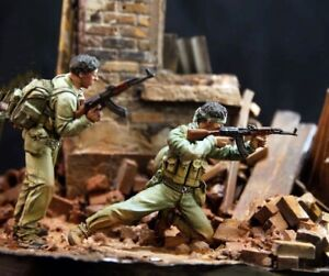 1-35-Resin-Nam-War-Vietcong-Fighters-unpainted-unassembled-BL950