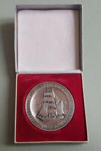 Sowjetisches Ehrenmal im Treptower Park Ehren-Plakette Meißen DDR Medaille