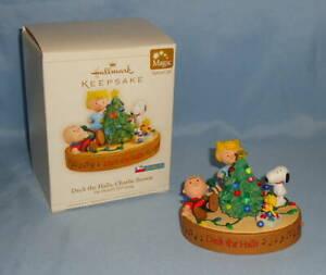 2006-Hallmark-The-PEANUTS-Gang-DECK-the-HALLS-CHARLIE-BROWN-Christmas-Ornament