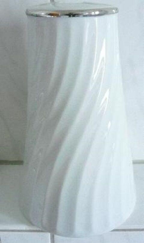 Dekorative Bürstengarnitur aus  Porzellan gerillt weiß mit platinstaffage oben   Ausgezeichnete Leistung