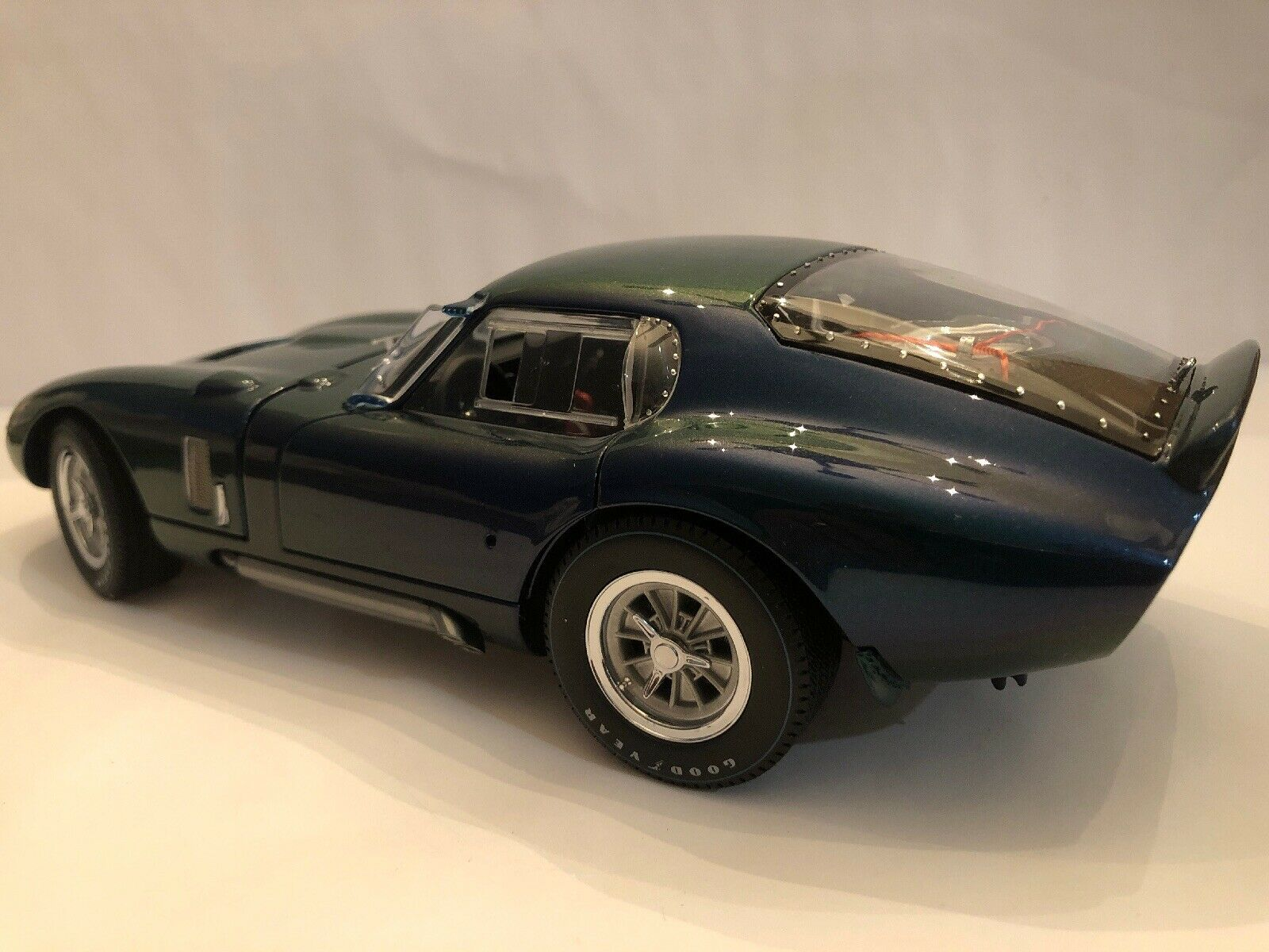 1 18 SCALE EXOTO RACING LEGENDS BEAUTIFUL ( ALUMINUM ) 1965 COBRA DAYTONA COUPE