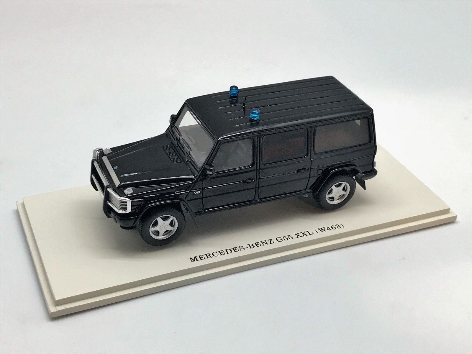 Defect  Mercedes Benz Benz Benz G XXL Ambulance version  DIP Models resin 246303 1 43 249889