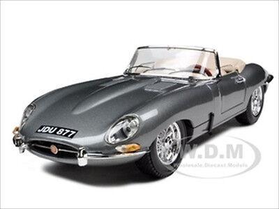 1961 JAGUAR E TYPE CONVERTIBLE GREY 1:18 DIECAST CAR MODEL BY BBURAGO 12046