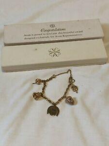 Vintage-AVON-Representative-6th-Award-Gold-Tone-Charm-Bracelet-1970-in-Box