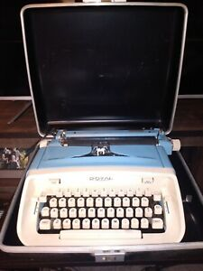 ROYAL ARISTOCRAT Vintage LIGHT BLUE Typewriter W/CASE
