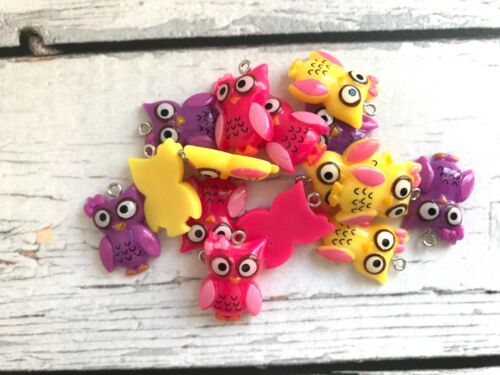 Purple Yellow 26mm x 16mm Bright Acrylic Owl Charms Pack of 15 3 each Pink