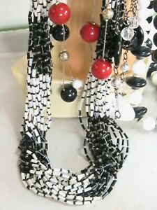 VINTAGE-NECKLACE-LOT-BLACK-WHITE-amp-RED-SILVER-NECKLACES-GLASS-PLASTIC-BEADED