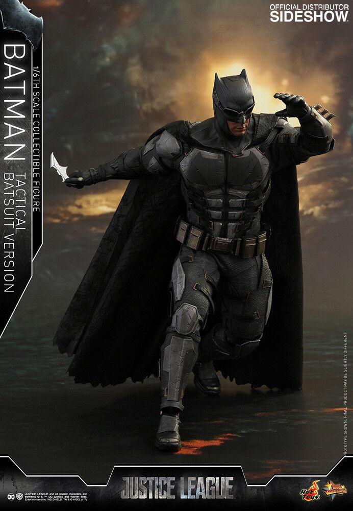 Hot Toys DC Justice League Batman Tactical Tactical Tactical Batsuit Ver. 1 6 Scale Figure In Hand c3eb1d