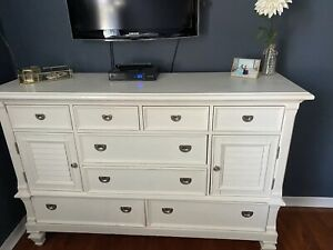 White Dresser 8 Drawers And 2 Cabinets