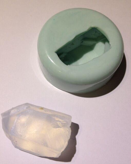 NEW SINGLE QUARTZ CRYSTAL GEMSTONE SILICONE SOAP MOLD / mould Amazing