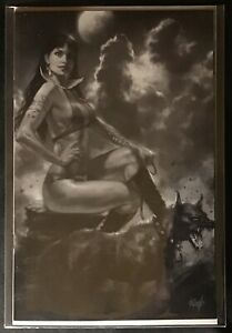 VAMPIRELLA-6-PARRILLO-EXCLUSIVE-SNEAK-PEEK-BLACK-WHITE-VIRGIN-VARIANT-NM-2019