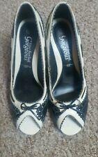 Nuevo aspecto magnífico blanco y negro Zapatos Peep Toes Talla 4