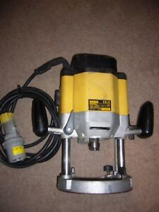 Dewalt dw625 e 12 variable speed 110v plunge router ebay image is loading dewalt dw625 e 1 2 034 variable speed greentooth Image collections