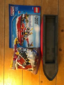 LEGO-City-Fire-Ship-7207-boat-fireman-ship-figures-raft-retired-set