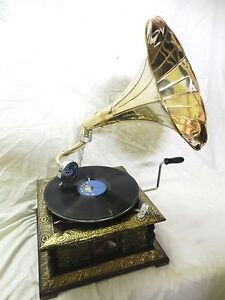 ANTIQUE-GRAMOPHONE-PHONOGRAPH-CRAFTED-MACHINE-WITH-PLAIN-BRASS-HORN-V