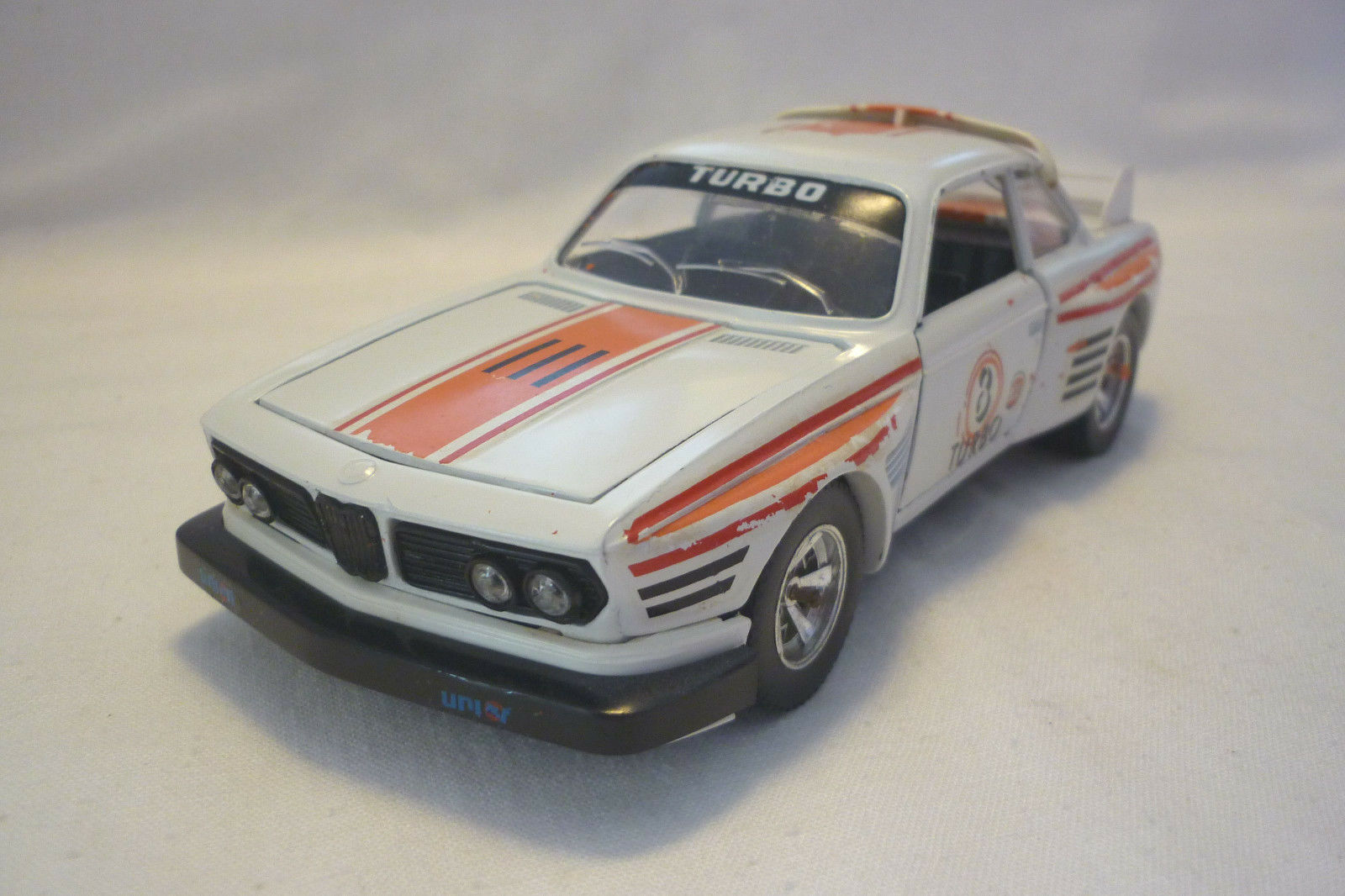 Bburago - Metal Model - BMW 3 0 Cs - 1 24 - (5.DIV-32)