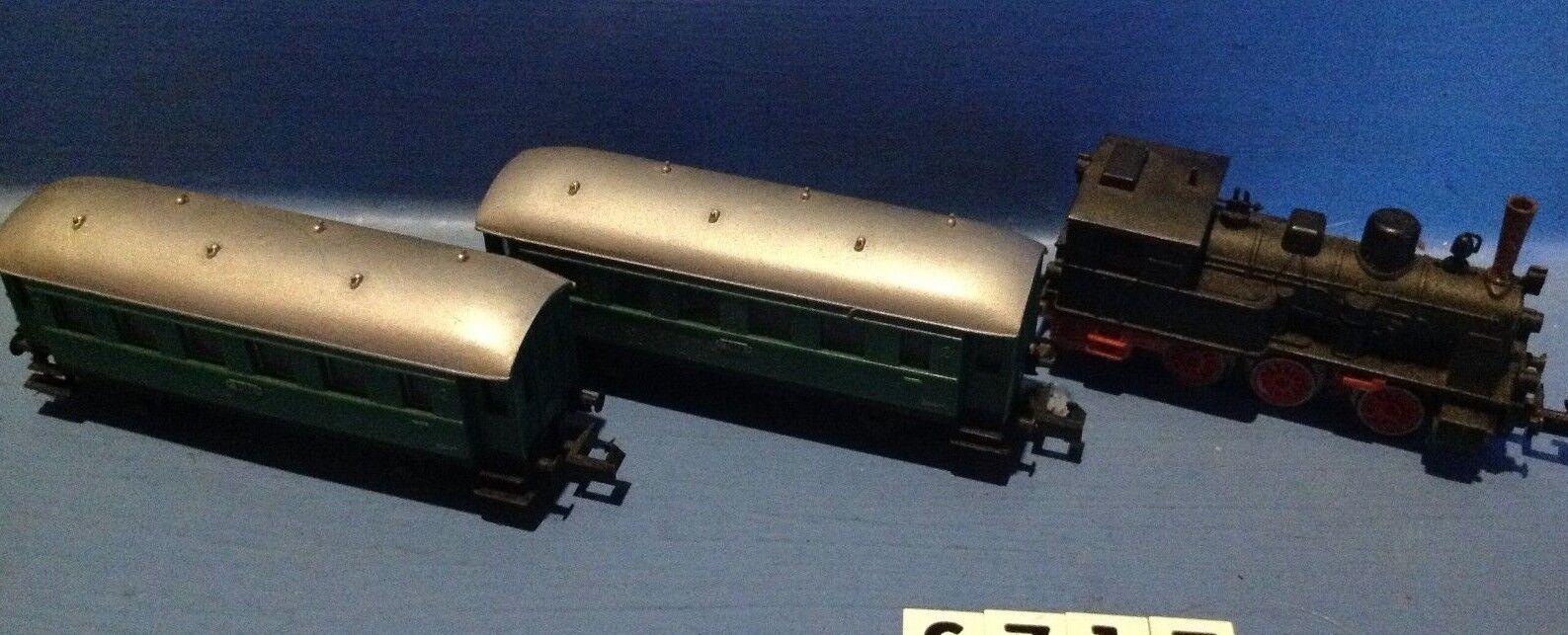 S717  ensemble locomotive et 2 wagons passagers Arnold ech N