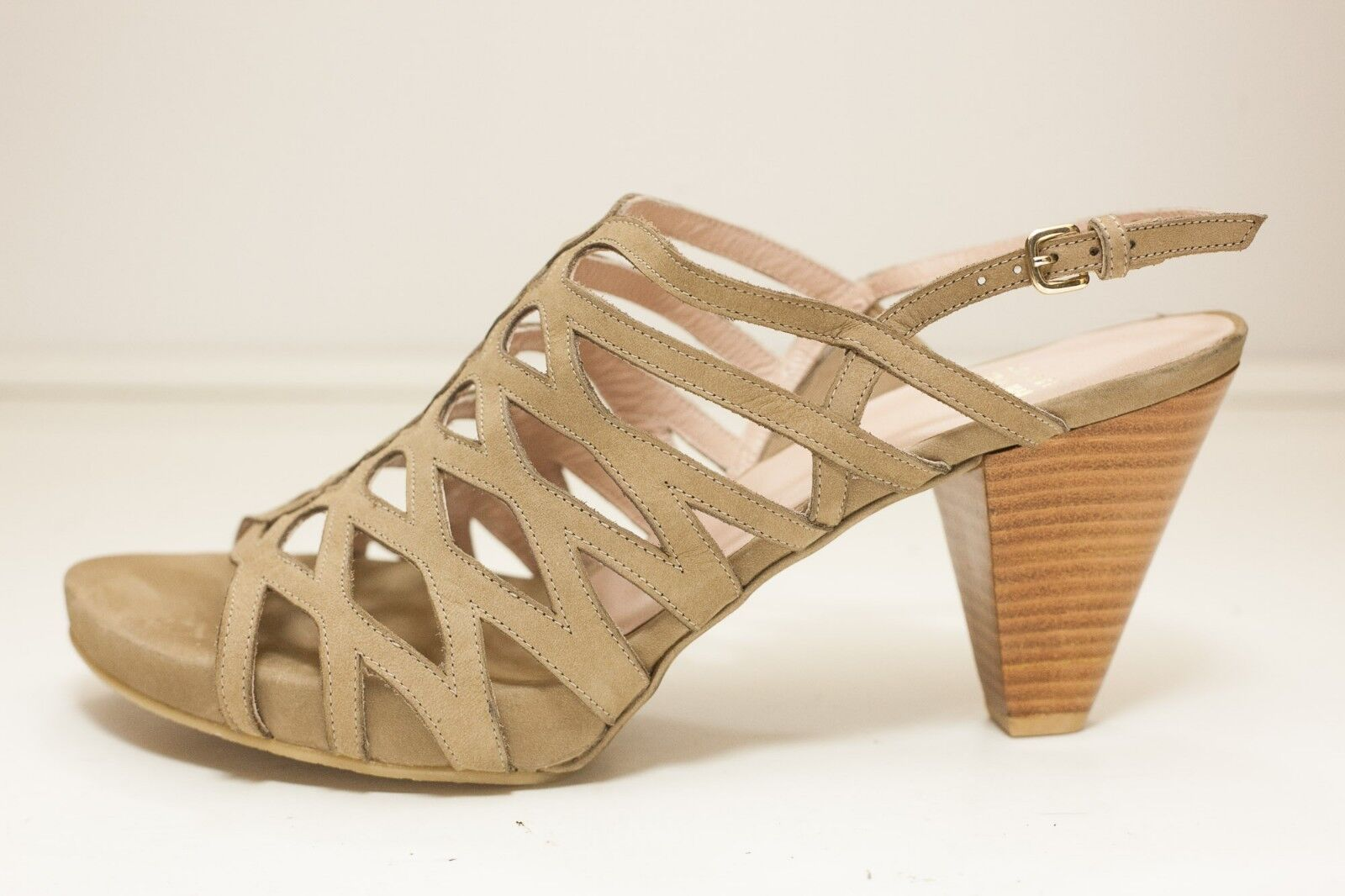 Stuart Weitzman Size 10.5 Brown Dress Sandals