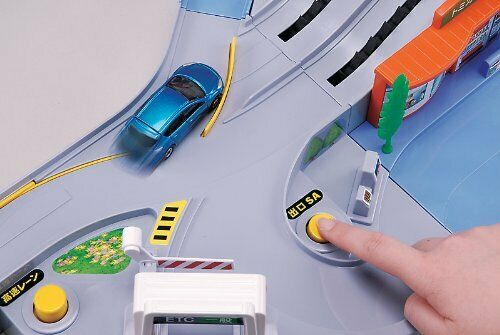 Takara Tomy Tomica World Busy Bustling Highway Drive Toy Car USED