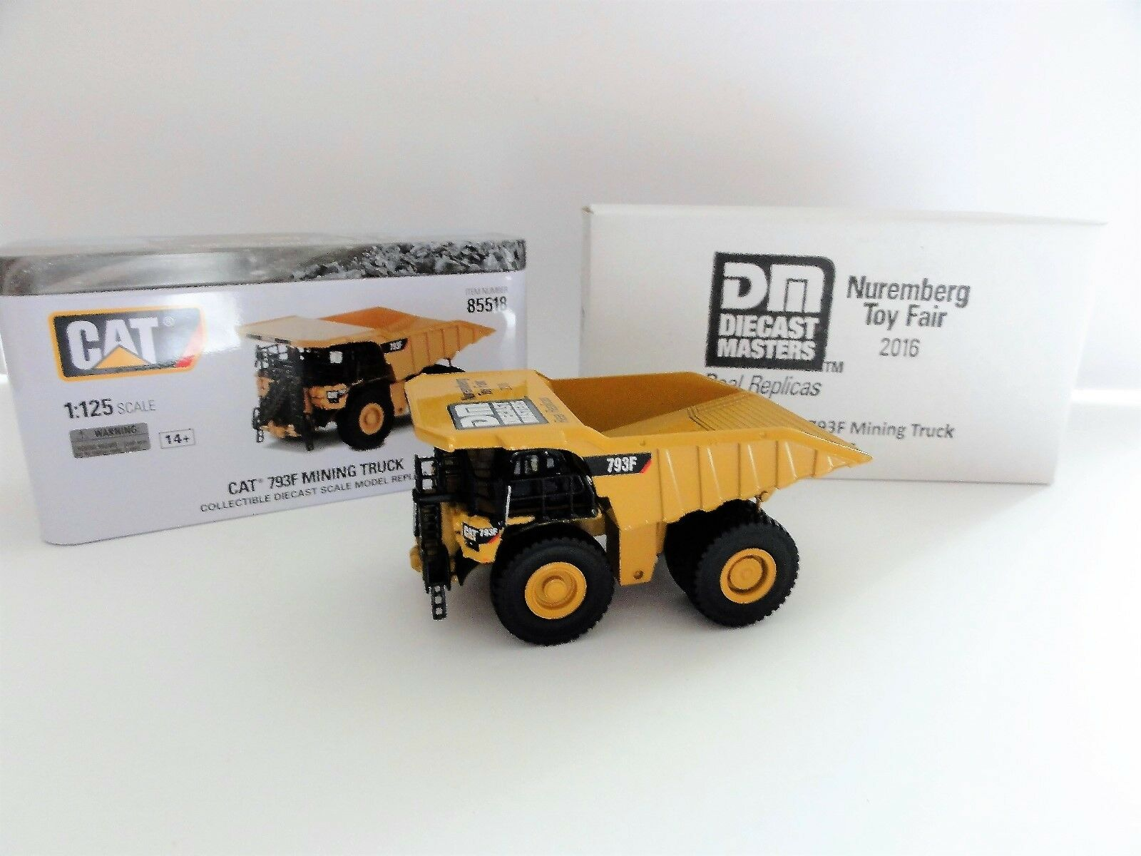 Caterpillar DCM 85527  chat  793 F OHT 1 125  Nuremberg Toy Fair 2016  RARE NEUF