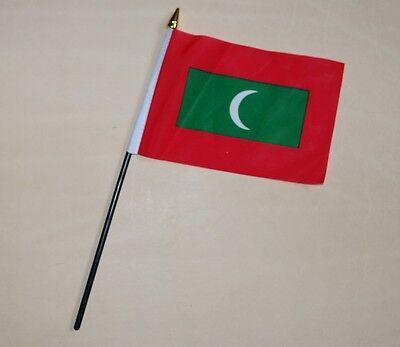 Maldives Small Table Flag 6x4 Hand Waving New Free Postage uk