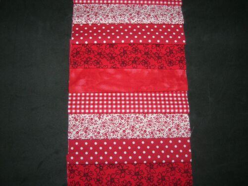 "40 X 5/"" paquete de encanto//squaresred 100/% Algodón Patchwork//Quilting//Rojo Crafts"