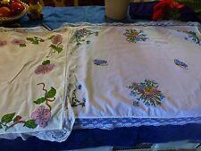 lot 2petites nappes pour guéridon ou petite table ,peintures sur tissus