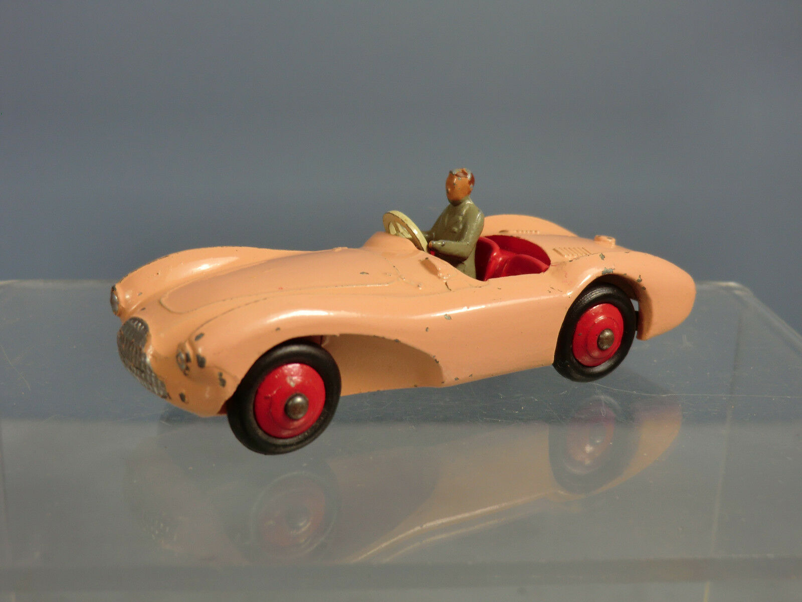 DINKY TOYS MODEL No.104 ASTON MARTIN DB3S    PINK VERSION    RARE