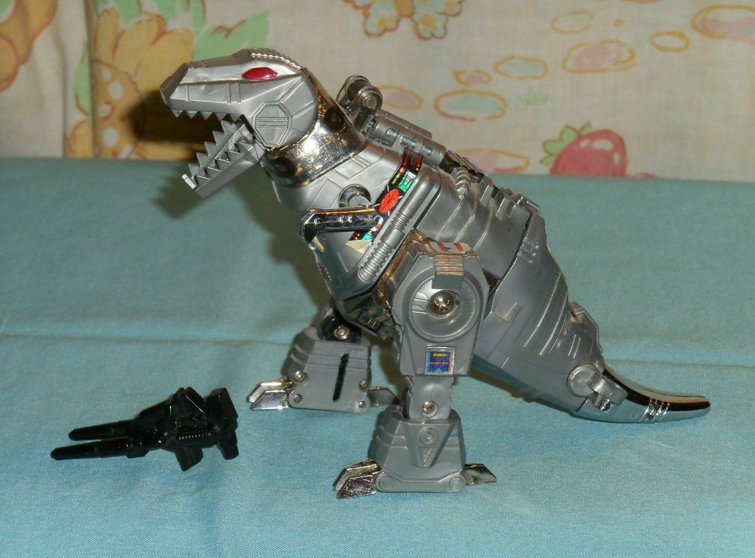 Vintage TRANSFORMING DINOSAUR ROBOT with gun