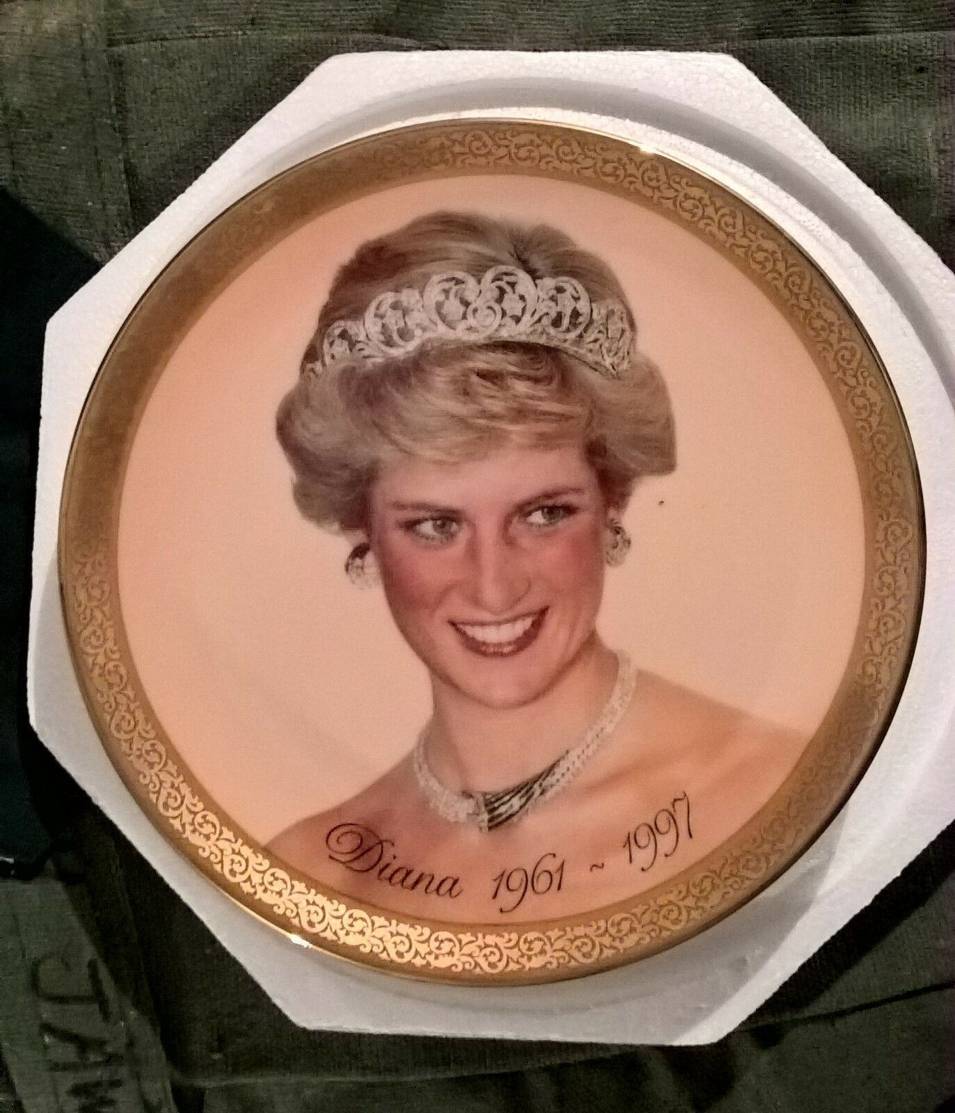 PRINCESS DIANA PLATE  PURCHASED AT THE TIME OF HER DEATH  1997 RIP X