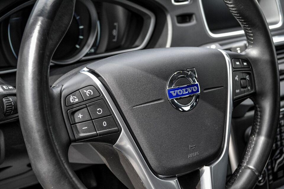 Volvo V40 2,0 D3 150 Momentum Eco Diesel modelår 2015 km