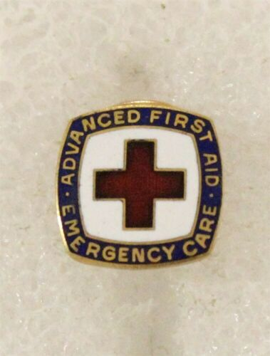 Red Cross c.1973 lapel pin Advanced First Aid Emergence Care