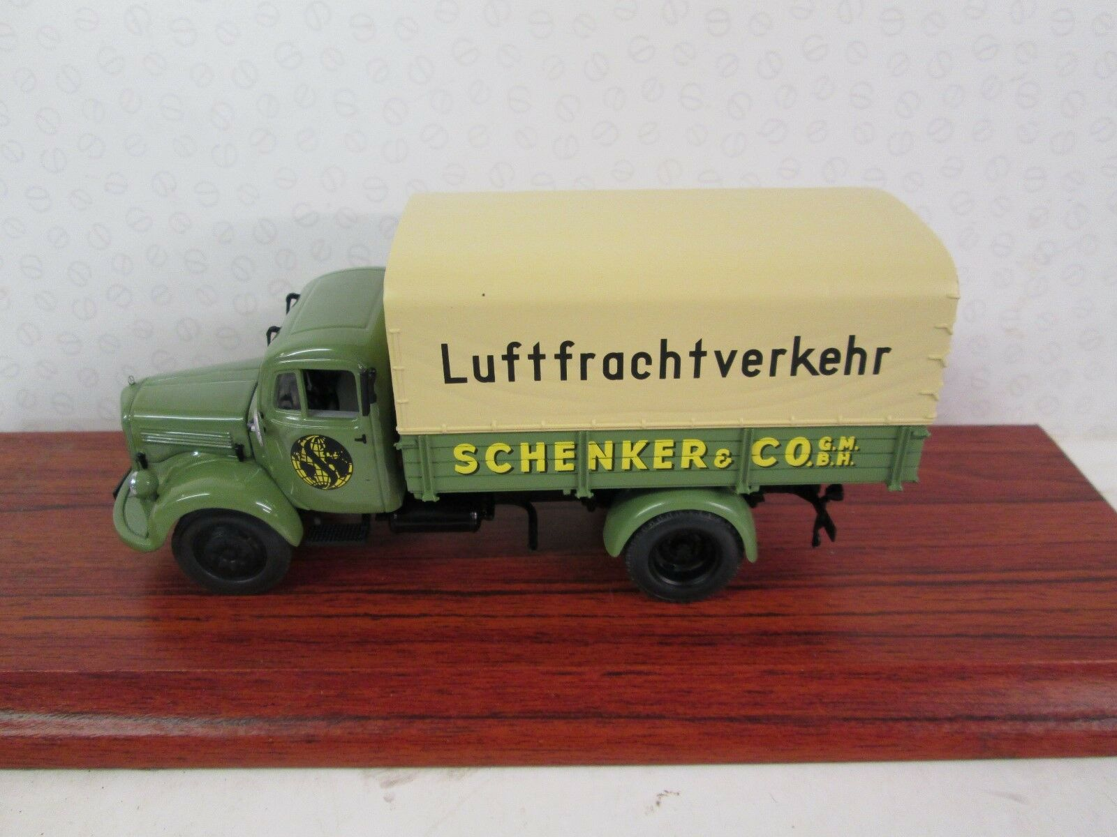 MINICHAMPS. Mercedes Benz L3500. Green Beige. Schenker. Ltd Ed.1 43. 439 350028